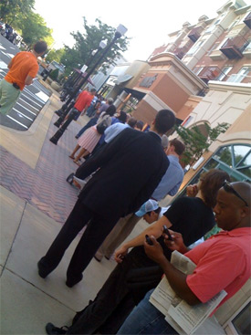 clarendon_apple_store_line