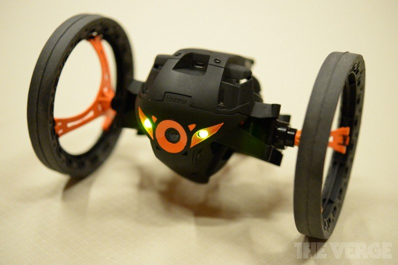 parrot_jumping_sumo_verge-800x532